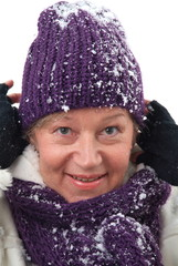 Eine Frau im Schnee.