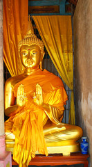 Buddha statue show 2hands
