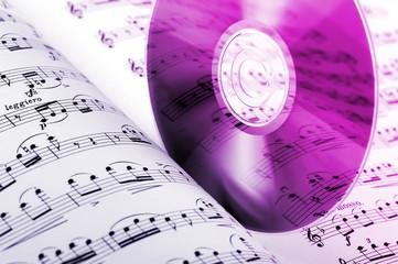 spartito musicale con compact-disc