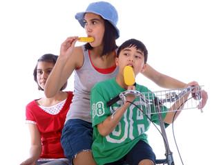 children eating popsicle