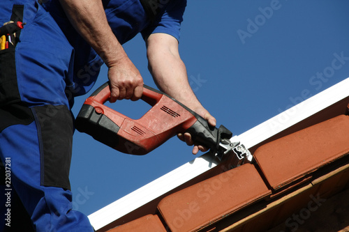 Solar mounting, metal saw