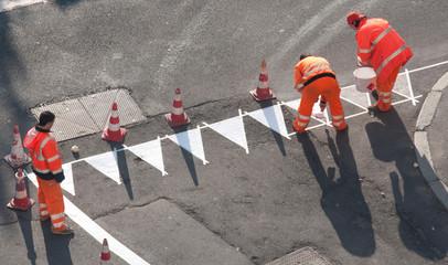 Operatori stradali - al lavoro - precedenza
