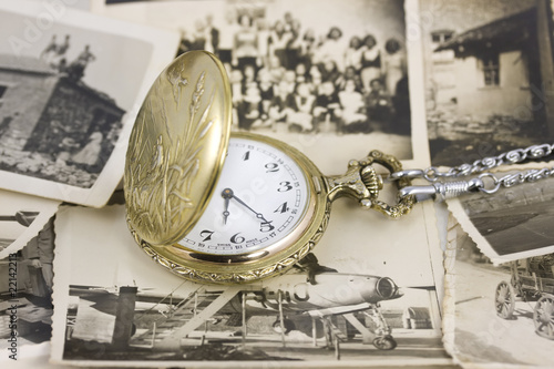 Foto op Aluminium Retro vintage pocket watch with b&w photo background