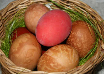 punnet with easter eggs