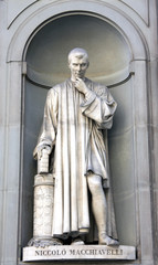 Estatua de Maquiavelo en Florencia