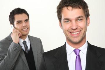 zwei männer dynamisches team business