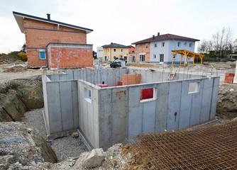 Kellerbau eines Wohnhauses. Keller für Einfamilienhaus.