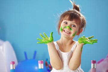 Painting kid girl