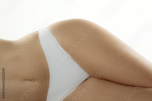 corps de femme en sous vêtements