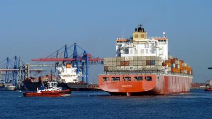 Hafenschlepper in Aktion