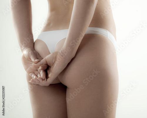 fesses de femme en string vues de dos