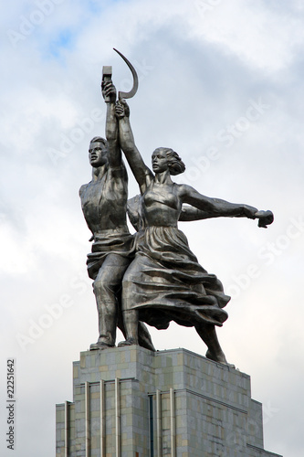 Leinwanddruck Bild Monument of the Worker and Collective Farmer. Moscow. Russia.