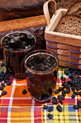 """Bread juice """"Kvass"""" and brown bread with raisins"""