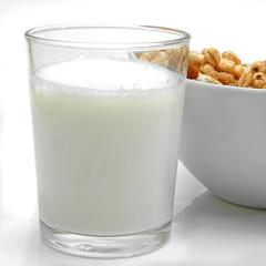 Vaso de leche y cereales