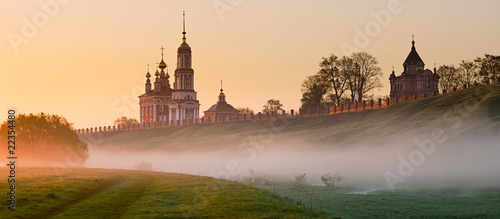 Leinwanddruck Bild Morning fog on Suzdal