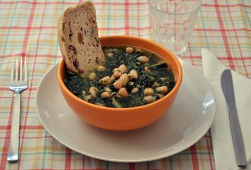 zuppa di fagioli cannellini e cavolo nero