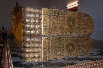 Reclining Buddha at Wat Paramaiyikawat (Phia Mu Kia Toeng)