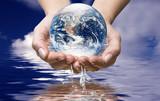 Mondo nell'acqua dell'oceano - 22418695