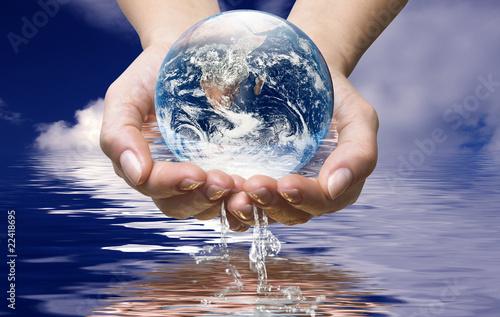 Mondo nell'acqua dell'oceano
