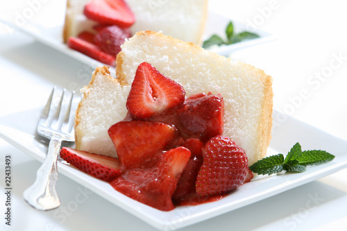 Angel Food Cake with Strawberries