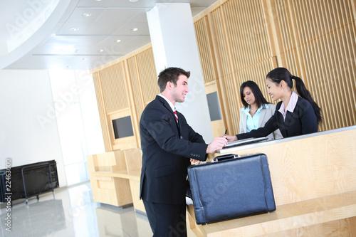 Biznes Człowiek w Lobby
