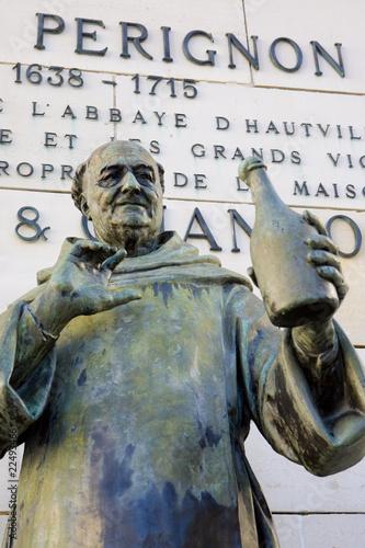 Papiers peints Statue Dom Perignon statue, Épernay, Champagne Region, France