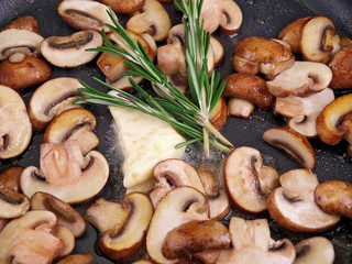sauteed brown champignon, butter & herb in black pan