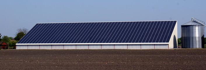 Ferme solaire, centrale solaire, agriculture durable +