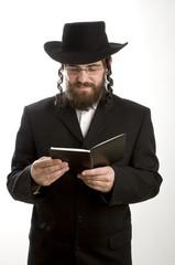 Pfarrer beim Lesen