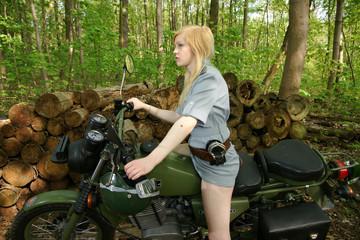 Motorradfahrerin Armee 4