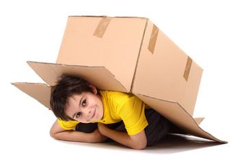 bambino in scatola