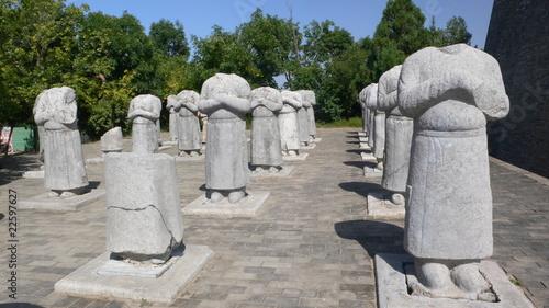 Papiers peints Xian Decapitated sculptures of men statue at Qian Mausoleum