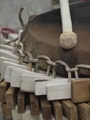 Fabricando un tambor en Sapa (Vietnam)