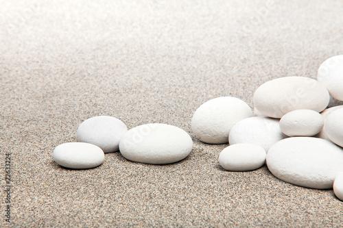 Papiers peints Zen pierres a sable Ambiance zen - pierres blanches et sable