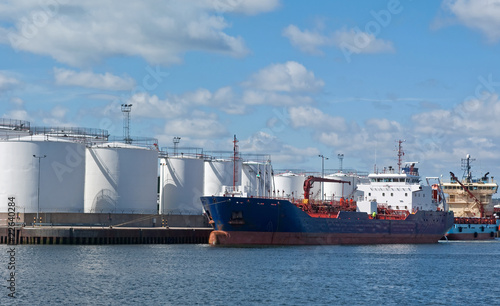Tanker by quayside storeage tanks - 22640284