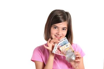 bambina trova banconote euro nella scatoletta