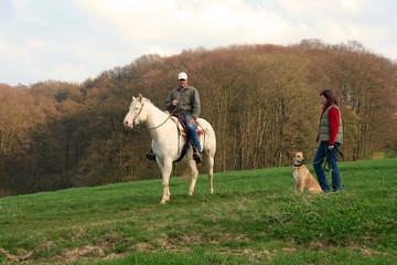Spaziergang mit Hund und Pferd 2