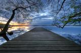 Molo nad jeziorem – wieczorny pejzaż