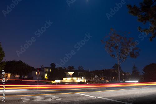 Leinwanddruck Bild Fountain in Palos Verdes - Night time w/ Traffic
