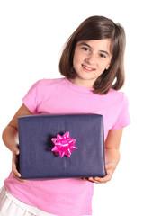 bambina con pacco regalo