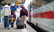 Leinwanddruck Bild - Passengers at train station