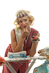 Hausfrau mit Pralinen