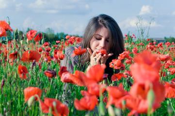 donna nel campo di fiori