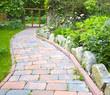 Wildgarten mit Gartenweg aus Naturstein