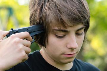 adolescent envisageant le suicide