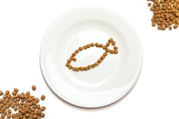 Dry cat food with tuna