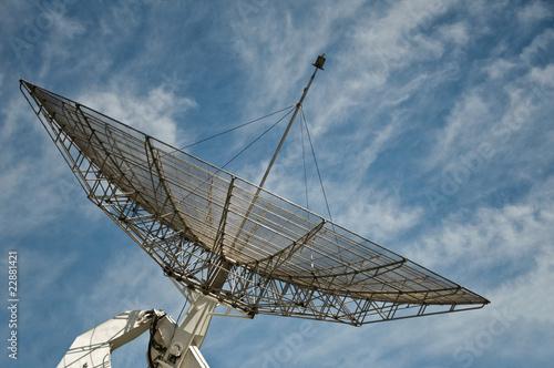grande antenne parabolique de pixarno photo libre de droits 22881421 sur. Black Bedroom Furniture Sets. Home Design Ideas