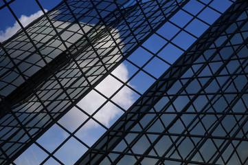 Reflets immeuble verre et métal