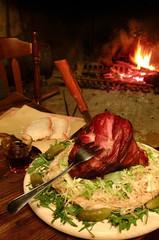 Stinco di maiale affumicato arrosto con focaccia