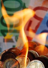 Brennender Euro hoch
